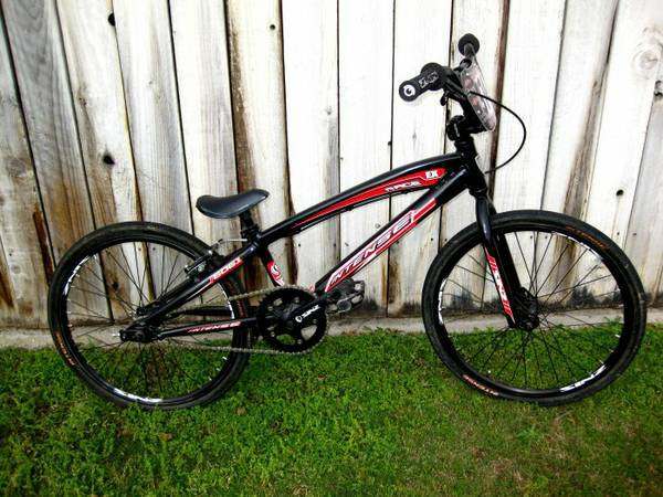 Intense Race Expert XL BMX Bike  on track 5 times only. like brand new - $1 (Bakersfield Ca)