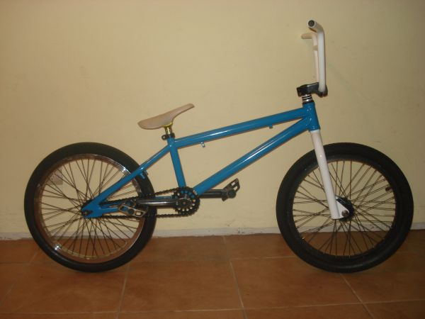 BMX BIKE TWO HIP BIZZLE - $300 (Visalia)
