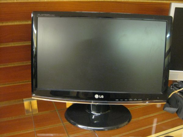 LG Flatron w1953 Monitor - $130 (2305 Chester Ave. Bakersfield Ca 93301)