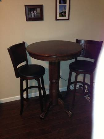 Pub table and barstools - $200 (Sw)