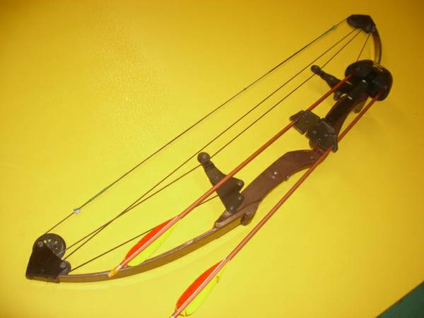ARCHERY Bear Whitetail Hunter BOW with extras  - $95 (Ridgecrest)