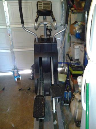 IRONMAN 600E ELLIPTICAL TRAINER - $595 (EAST BAKERSFIELD)