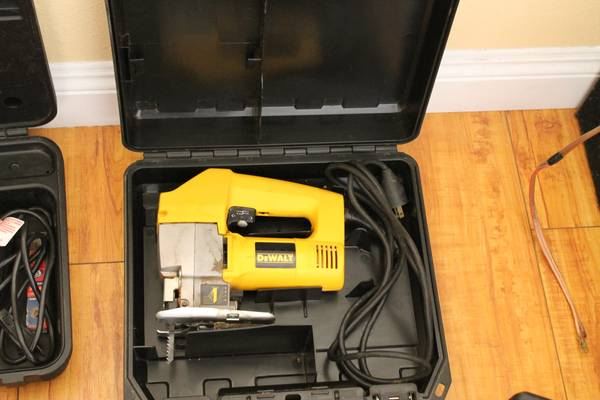 dewalt Dw318 jig saw - $40 (2305 chester ave. bakersfield ca. 93301)