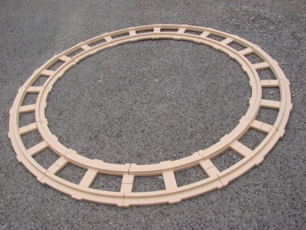 Lot-12 Ride On Thomas Tank Engine Curved Track Peg-Perego 6 Circle Br - $50 (N CHESTER AVE.)