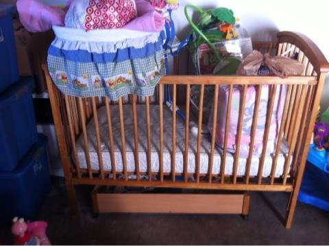 Light wood crib with mattress   - $50 (McCray  Norris)