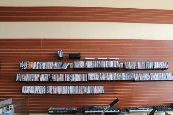 Hundreds of DVD movies in good and working condition just $3.00 each - $3 (2305 Chester Ave. Bakersfield Ca 93301)