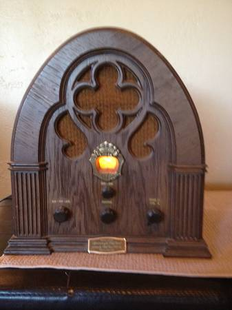 Vintage Philco-Ford Cathedral Radio R-90 - $45 (Auburn)