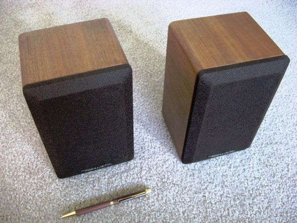 Realistic Minimus-7W Bookshelf Stereo Speakers - 40 watt8 ohm - $50 (Alta Sierra)