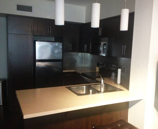 - $900  1br - Hollywood Apartment for Rent- near Walk of Fame (Hollywood)