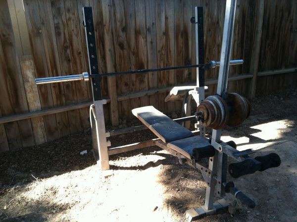 GOLDS GYM XR5 Weight bench - $60 (Brawley, CA)