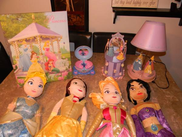 Room dcor  Comforter Princess Disney LOT MUST SEE - $250 (Best Offer)