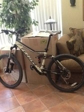 26 Fezzari Alta Peak mountain bike - $1375 (SouthEast)