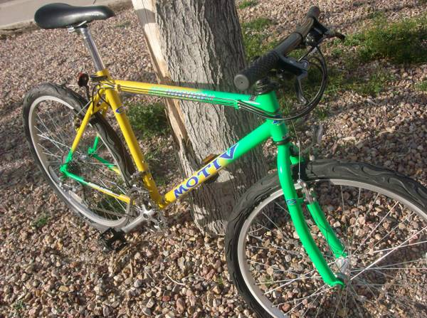 Mountian Bike MOTIV GROUNDPOUNDER great paint, bright colors - $140 (Henderson)
