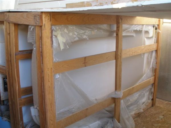 LK JACAZZI TUB  SHRIMP TANK  TWO PAPER MECH 30, 60 IN. MAKE OFFER - $499 (ALSO HAVE 4  HYDRALIC W PUMP $ 550 . WAREHOUSE ROLLER TRADE)