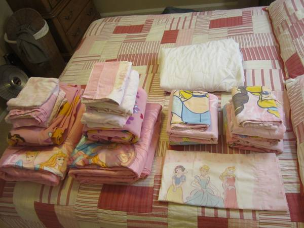 2 SETS Disney Princess Twin Bedding Comforters, 4 Sheet Sets, Blankets - $40 (Las Vegas)