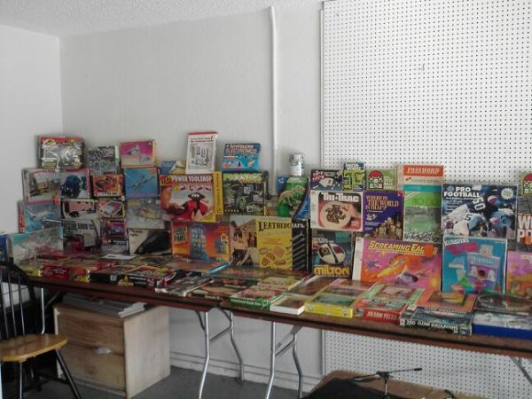OVER 100 VINTAGE GAMES PUZZLES MODELS EVERYTHING IN THE PIC 4 1 PRICE  - $275 (NEED IT GONE TODAY BEST OFFER NOW GETS I)