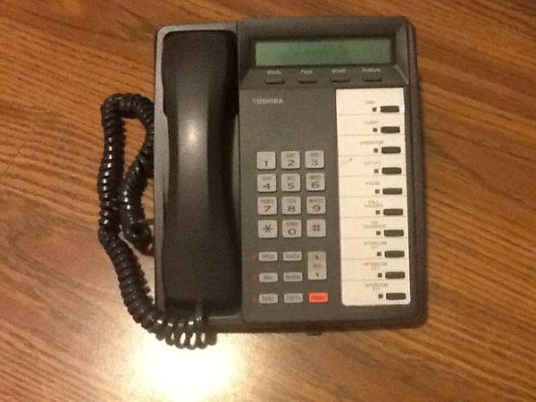 Complete office phone system Strata CTX100 - $525 (89178)