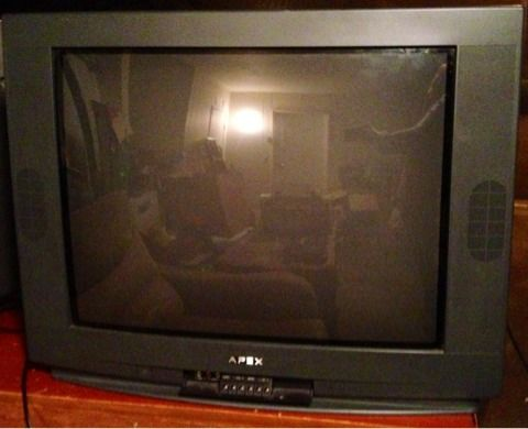 2003 28 inch Black APEX TV w Built in Speakers  Channel  Volume control  - $25 (Silverado Ranch)