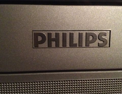 2003 28quot Silver PHILIPS TV w Built in Speakers  Controls  - $45 (Silverado Ranch 89123)