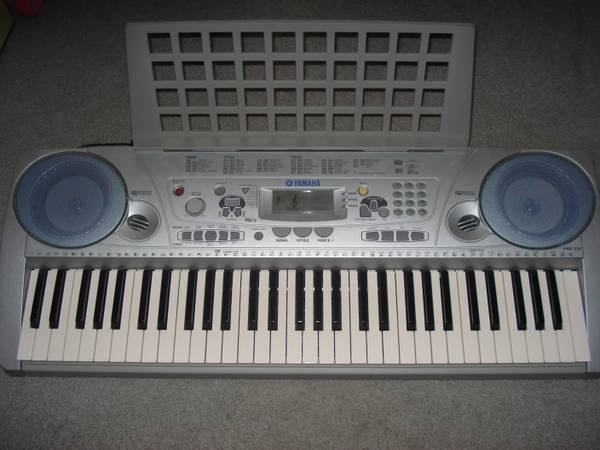 Yamaha PSR275 Elec Keyboard -Like New wstand and piano books - $100 (Henderson )
