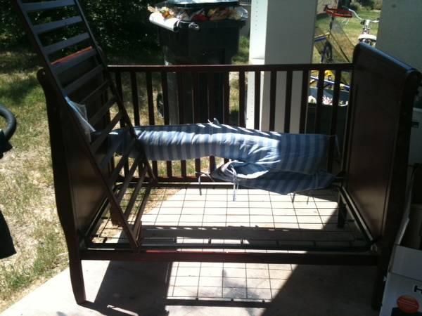 dark cherry wood crib convts to toddler bed n day bed - $50 (merced)