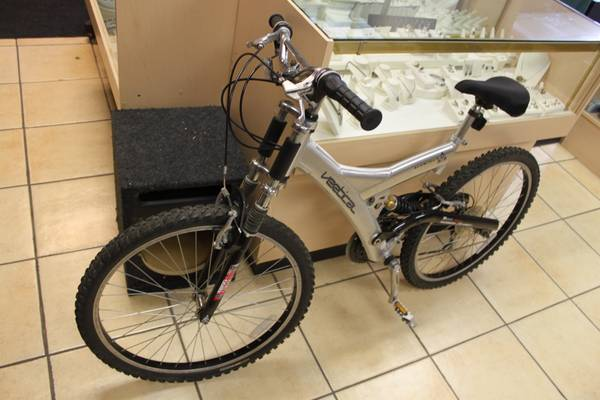 Vertical Aluminum 21 speed Shemano 26  mountian bike - $95 (MODESTO, CA)