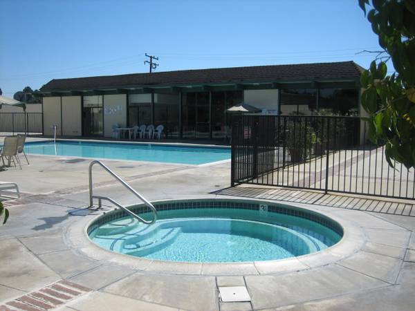 - $600 CUTE FULLY FURNISHED ROOM in CLEAN 32 gals apt-WIFI GYM POOL SPA (BY GOLDEN WEST COLLEGE 5 miles to beach HUNTINGTON BEACH)
