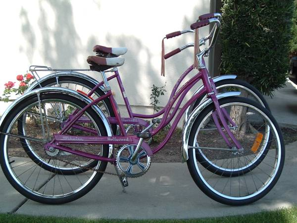 Vintage 70 Violet Schwinn Hollywood 24 Girls  Ladies Cruiser - $300 (Westminster)