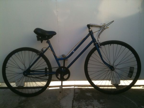 WOMENS SCHWINN SINGLE SPEED  ROAD BIKE  45CM  LIGHTWEIGHT --------- - $120 (OR BEST OFFER )