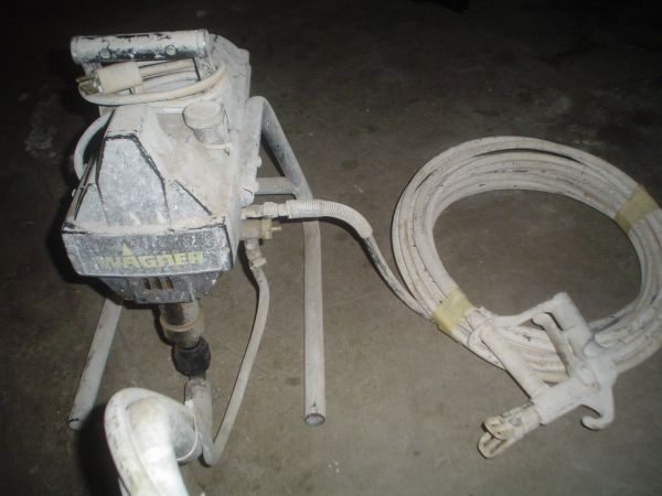 AIRLESS PAINT SPRAYER - PISTON PUMP  - $250 (IE909)