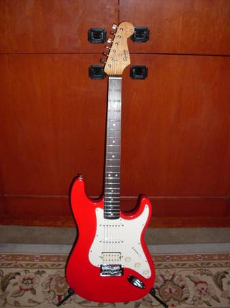 Fender Squier Strat, Electric  - $150 (Orange County)