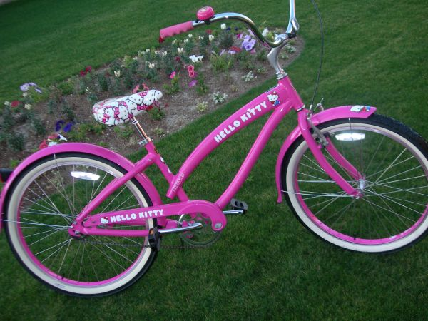 LADIES NIRVE HELLO KITTY, 26 CRUISER, MINT - $249 (Palm Desert)