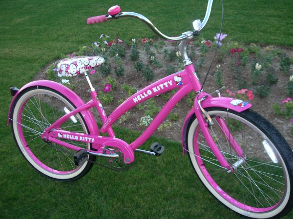 LADIES NIRVE HELLO KITTY CRUISER, VALENTINES SPCL - $249 (Palm Desert)