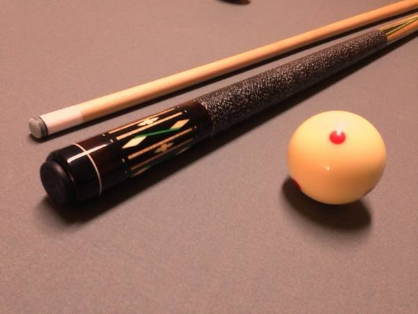 brand new JOSS 4 point pool cue stick - $250 (palm springs)