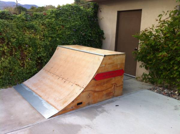Skate r  grind rail - $550 (palm springs)