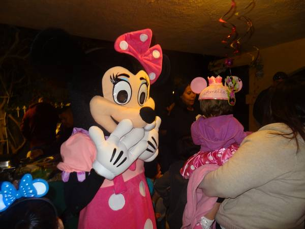 MINNIE MOUSE MASCOTCOSTUME FOR RENT - $65 (CATHEDRAL CITY)