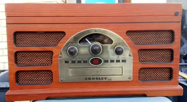 Crosley CR66 Entertainment Center - CD  Vinyl  Cassette  Radio  - $90 (palm springs)