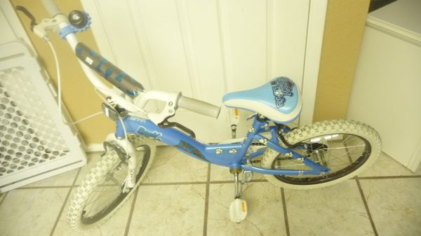 Like New Girls Huffy 18 Puppy Love Bicycle (51st AVE  Bell Rd.)