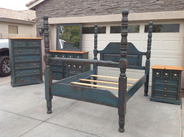 GORGEOUS, LARGE 4 poster Queen Bed - $450 (Chandler)