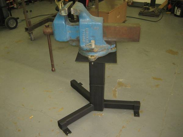 Milwaukee Morgan Industrial Vise - $1000 (Glendale, Arizona)