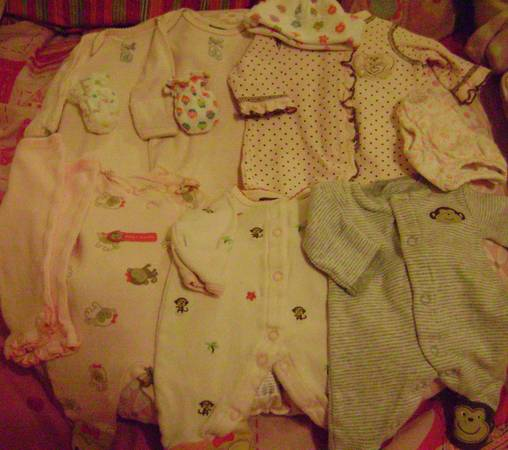 PREMIE GIRL INFANT BABY CLOTHES LOT 6 Sleepers, Hand Mitts, Hats, Etc - $10 (Chandler or Maricopa)