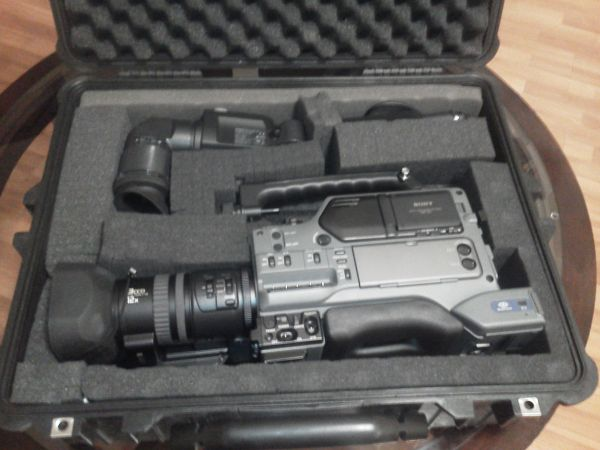 complete set Sony DSR-250 Camcorder  tripod  batteries - $2400 (mesa)