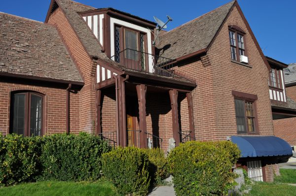 $355  4000ftsup2 - Lion HouseBYU Contracted1 FALL spot--(NEXT to Brick oven) (17 East 800 North Provo)