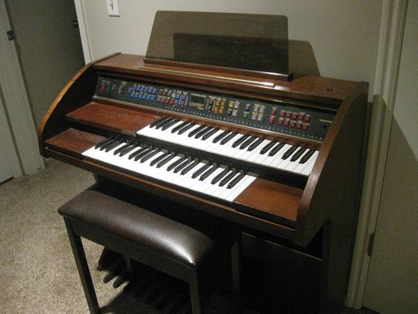 Antique Lowrey Pageant Organ - $399 (Orem )