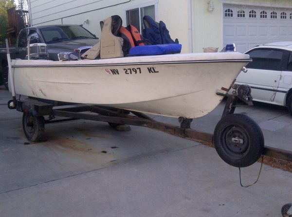 14 Nylox boat and trailer - $1000 (carson city)