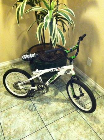 BRAND NEW BOYS 18 INCH RAZOR KOBRA TRUE FREESTYLE BMX BIKE - $80 (BONITA FREEWAY CLOSE)