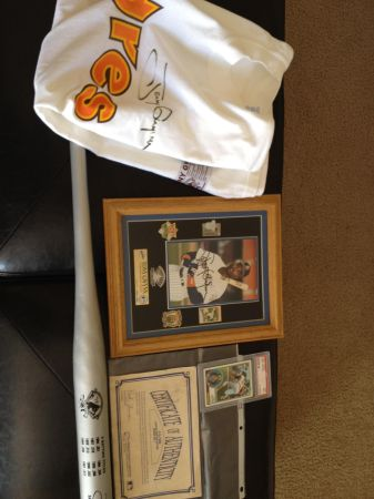 Tony Gwynn Autographed Jersey shirt From Last Game  Pin Set autogMORE - $1 (Chula Vista Eastlake)