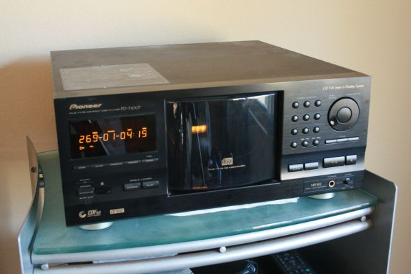 300 DISC CD CHANGER PIONEER PD-F1007 W OPTICAL OUT- REDUCED PRICE - $50 (Vista)
