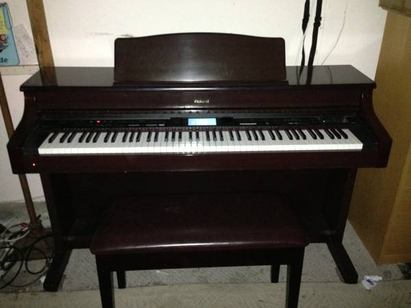Roland KR-575 Digital Piano - $1200 (Scripps Ranch)