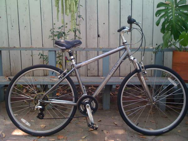 700c RALEIGH PASSAGE 3.0 MENS HYBRID BIKE - $235 ((SANTA BARBARA))